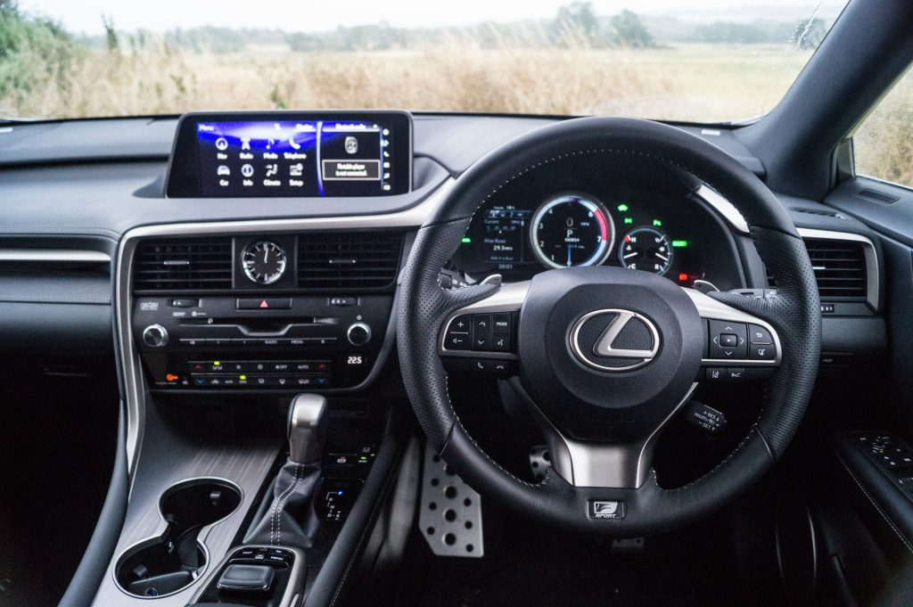 2017 Lexus RX 450h F Sport Review Steering Wheel carwitter 1024x681 - 2017 Lexus RX 450h F Sport Review - 2017 Lexus RX 450h F Sport Review