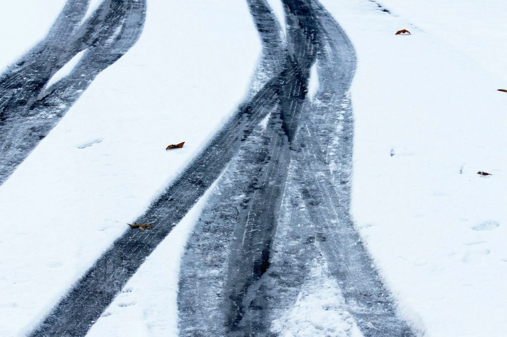 Snow Wheel Tracks carwitter 1024x682 - Bridgestone's top tips for staying safe on the roads this winter - Bridgestone's top tips for staying safe on the roads this winter