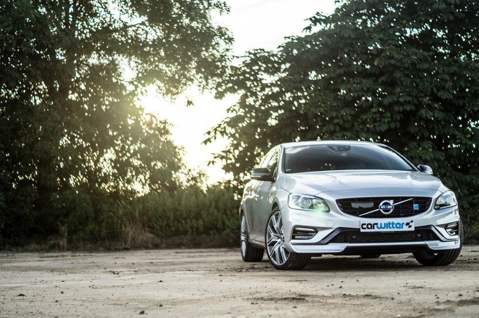 2017 Volvo V60 Polestar Review Front Scene carwitter - 2017 Volvo V60 Polestar Review - 2017 Volvo V60 Polestar Review