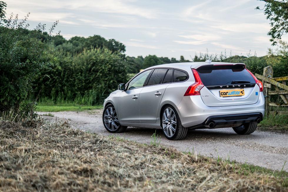 2017 Volvo V60 Polestar Review Rear Angle Scene carwitter - 2017 Volvo V60 Polestar Review - 2017 Volvo V60 Polestar Review - Rear Angle Scene - carwitter