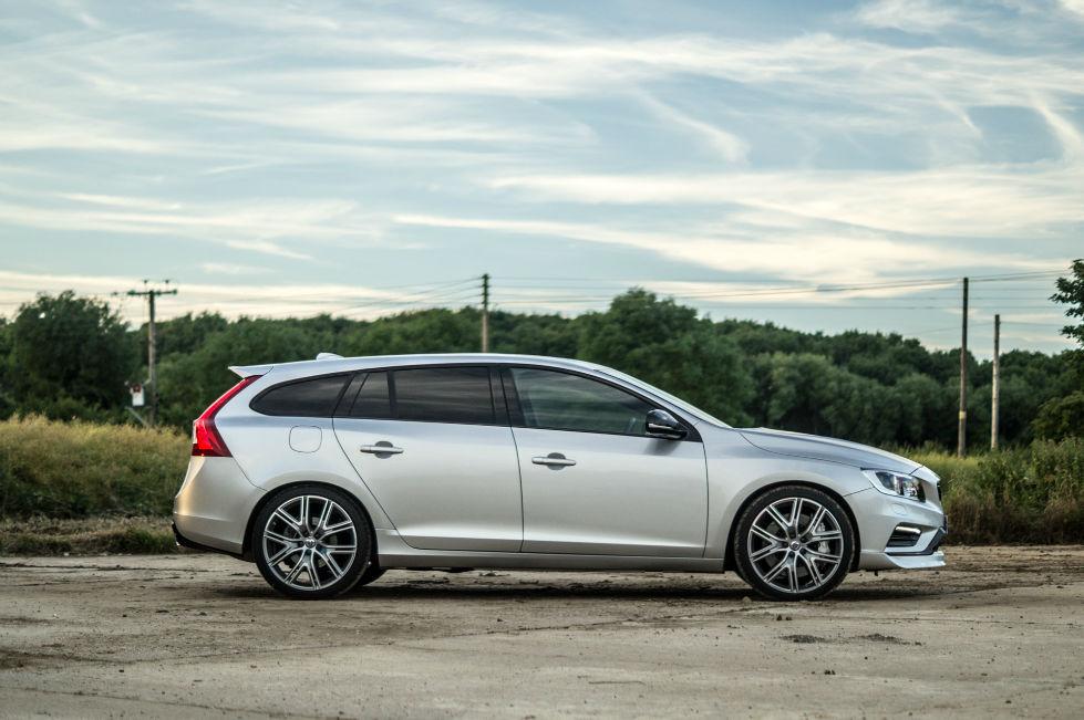 2017 Volvo V60 Polestar Review Side carwitter - 2017 Volvo V60 Polestar Review - 2017 Volvo V60 Polestar Review - Side - carwitter
