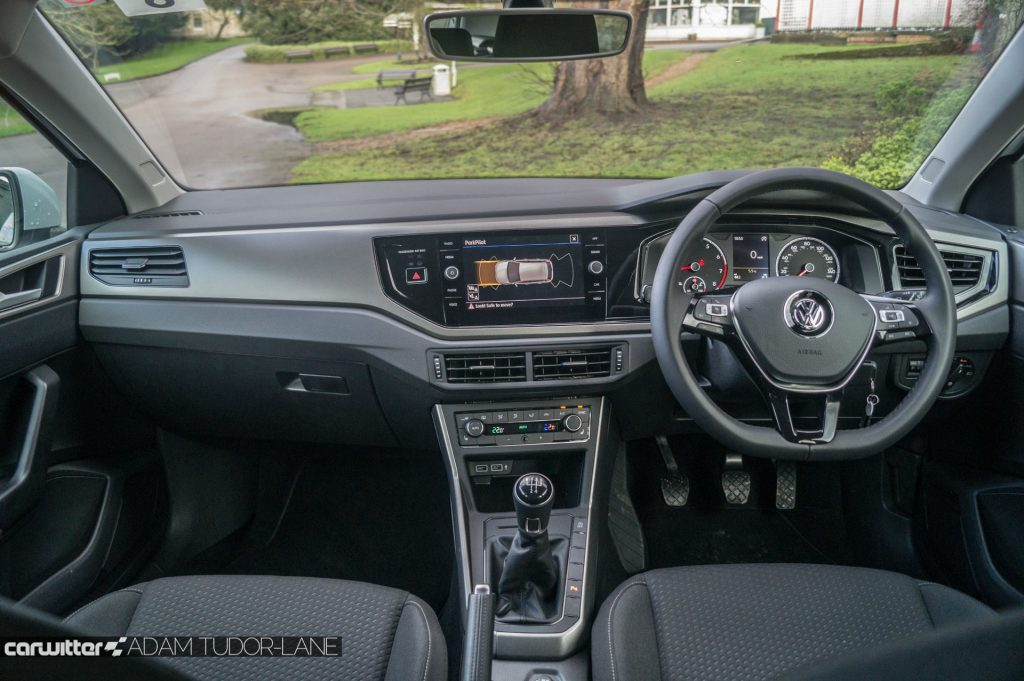 2018 VW Polo SE Review Dashboard Interior carwitter 1024x681 - 2018 Volkswagen Polo SE Review - 2018 Volkswagen Polo SE Review