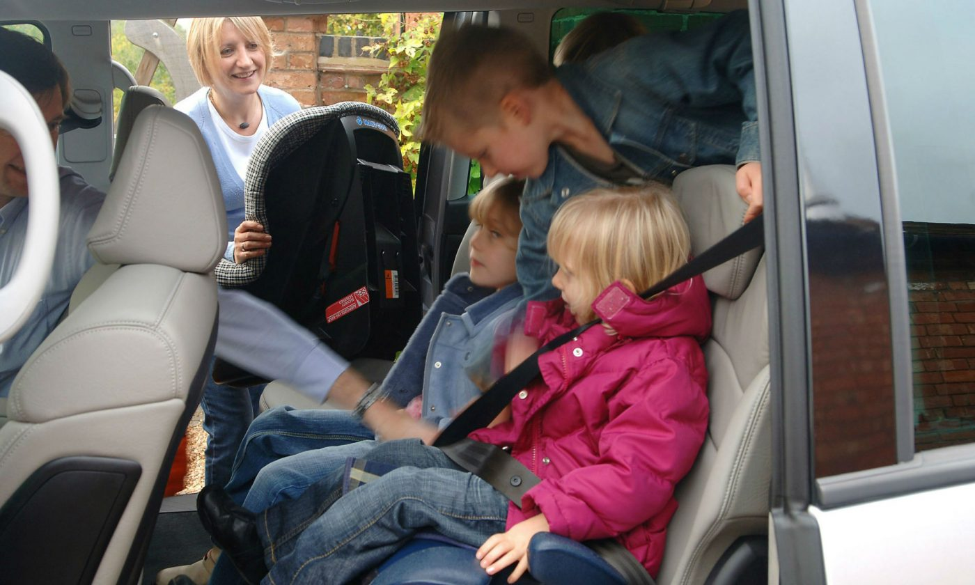 Kids In Car carwitter 1400x840 - Back-to-school tips for your car - Back-to-school tips for your car