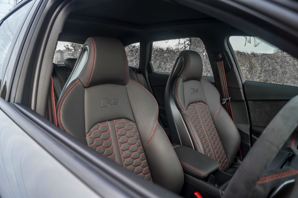 2018 Audi RS4 Review Front Seat Detail carwitter 1024x681 - 2018 Audi RS4 Avant Review - 2018 Audi RS4 Avant Review