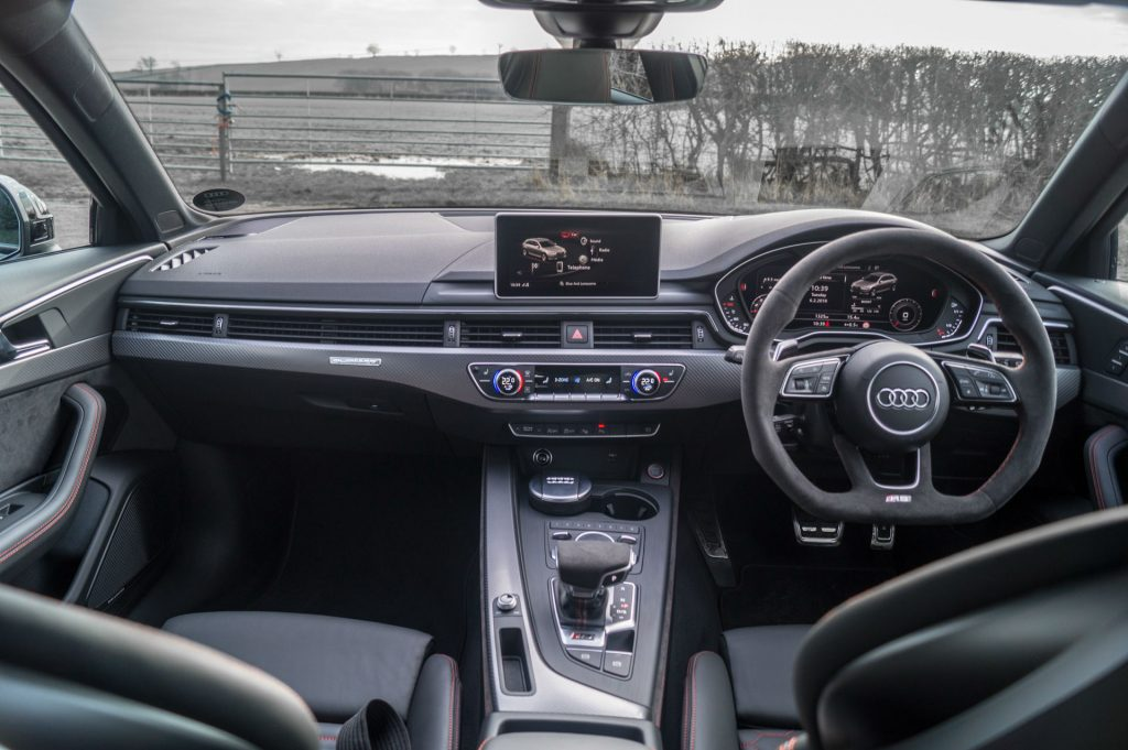 2018 Audi RS4 Review Interior Dashboard carwitter 1024x681 - 2018 Audi RS4 Avant Review - 2018 Audi RS4 Avant Review