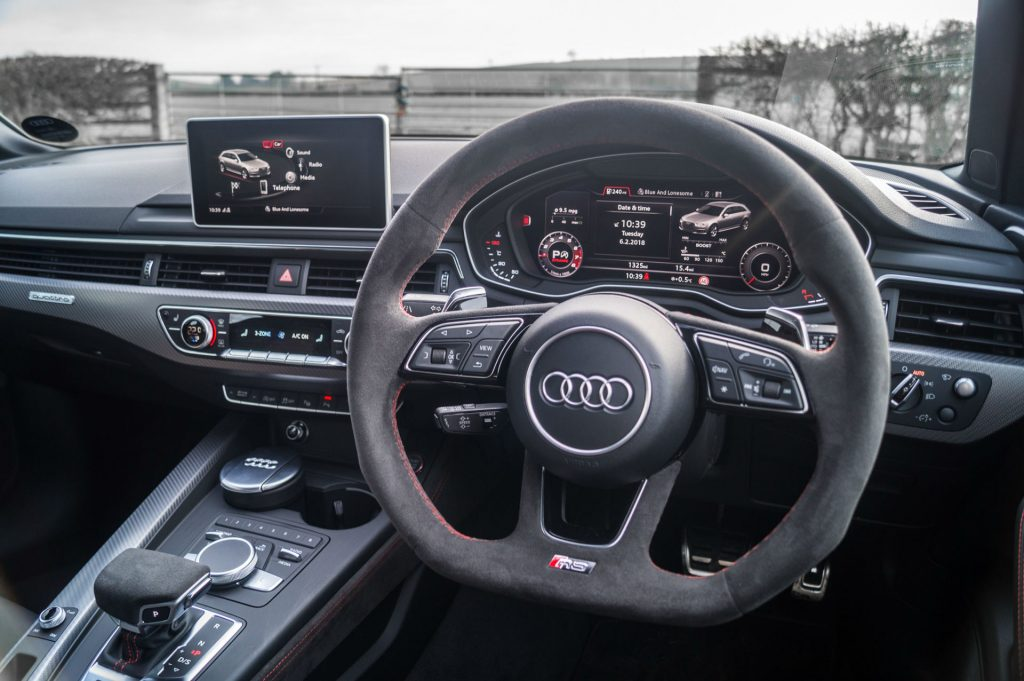 2018 Audi RS4 Review Steering Wheel carwitter 1024x681 - 2018 Audi RS4 Avant Review - 2018 Audi RS4 Avant Review