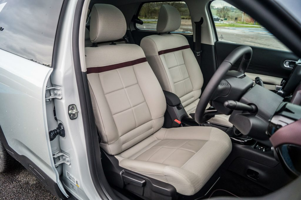2018 Citroen C4 Cactus Review Front Seats carwitter 1024x681 - 2018 Citroen C4 Cactus Review - 2018 Citroen C4 Cactus Review