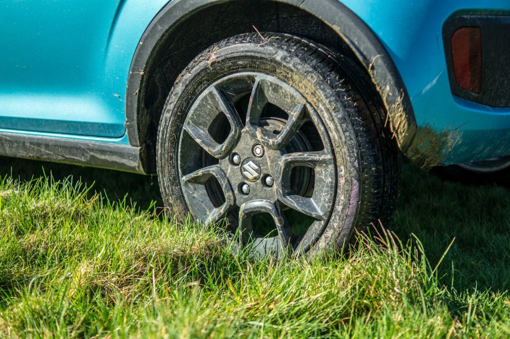 2018 Suzuki Ignis AllGrip Off Road Review Muddy Alloy carwitter 1024x681 - Suzuki Ignis AllGrip Off-Road Review - Suzuki Ignis AllGrip Off-Road Review