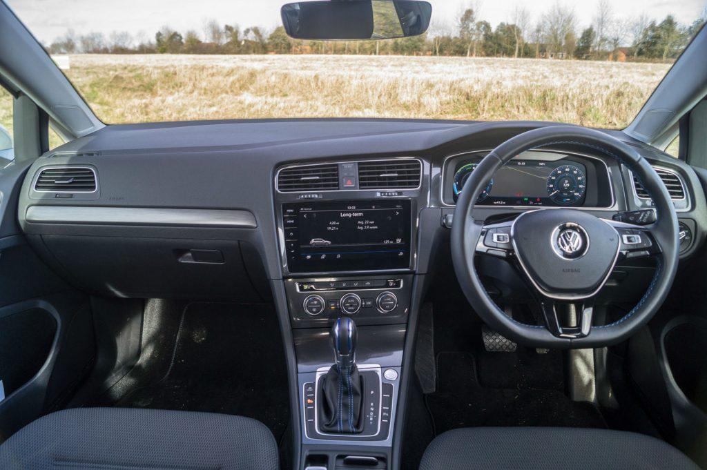 2018 VW eGolf Review Dashboard carwitter 1024x681 - 2018 VW e-Golf Review - 2018 VW e-Golf Review