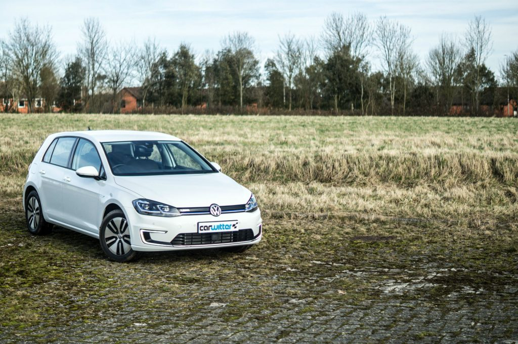 2018 VW eGolf Review Front Angle carwitter 1024x681 - 2018 VW e-Golf Review - 2018 VW e-Golf Review