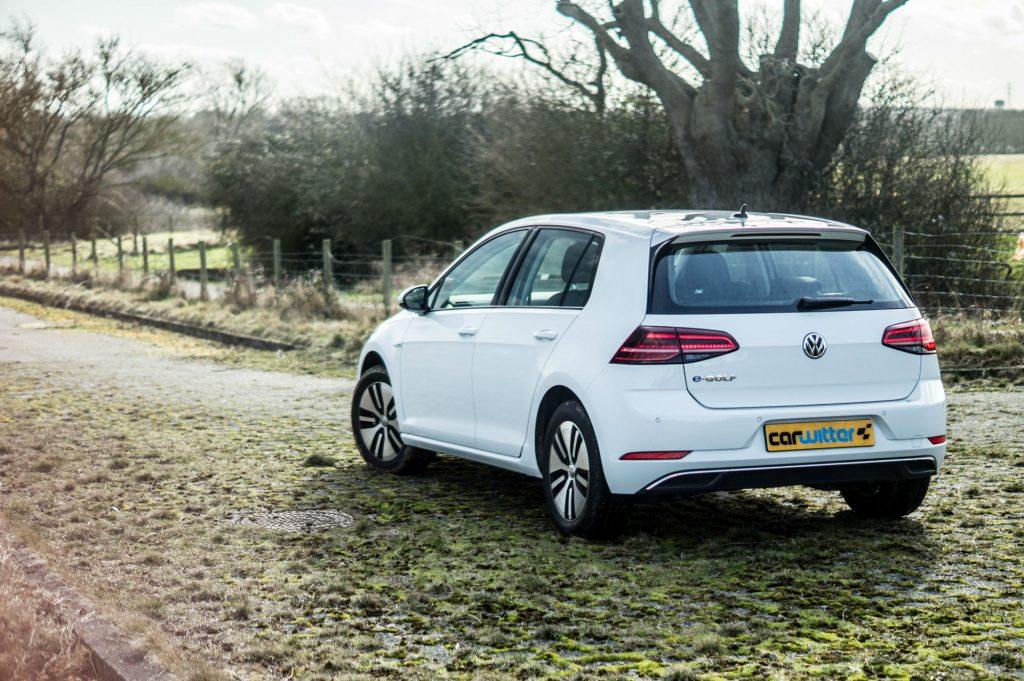 2018 VW eGolf Review Scene 2 carwitter 1024x681 - 2018 VW e-Golf Review - 2018 VW e-Golf Review