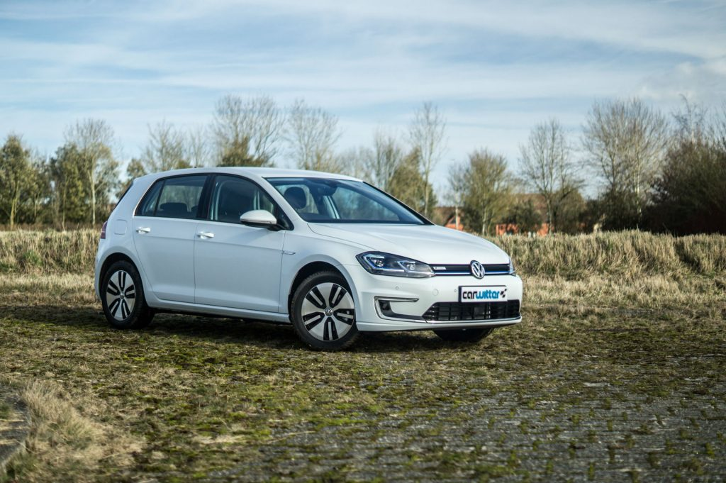 2018 VW eGolf Review Side Angle carwitter 1024x681 - 2018 VW e-Golf Review - 2018 VW e-Golf Review