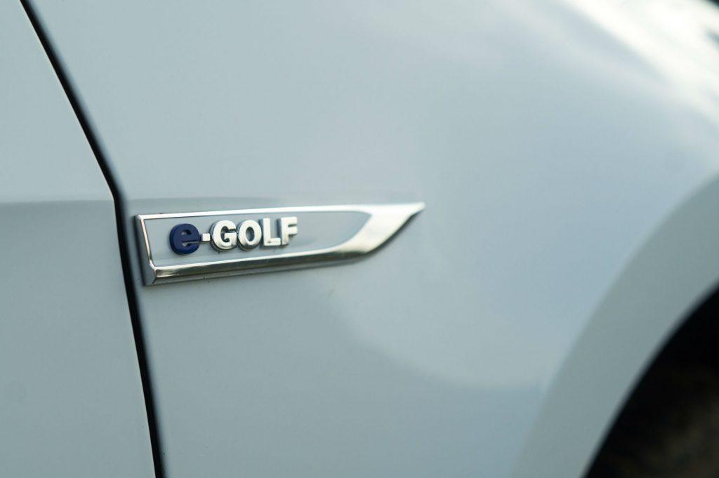 2018 VW eGolf Review Side Badge carwitter 1024x681 - 2018 VW e-Golf Review - 2018 VW e-Golf Review