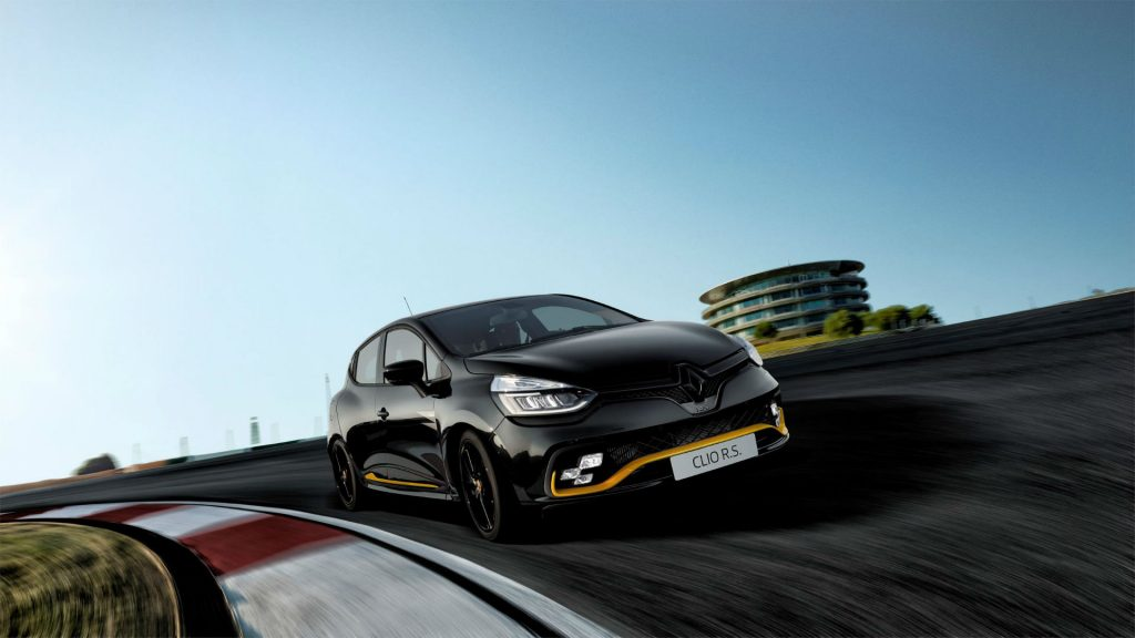 Renault Clio R.S.18 Front On Track carwitter 1024x576 - 15 murdered out RenaultSport Clio's coming to the UK - 15 murdered out RenaultSport Clio's coming to the UK