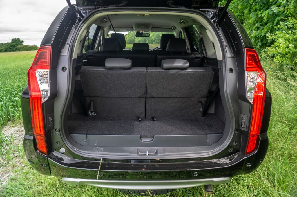 2018 Mitsubishi Shogun Sport Review Boot Space 2 carwitter 1024x681 - Mitsubishi Shogun Sport Review - Mitsubishi Shogun Sport Review