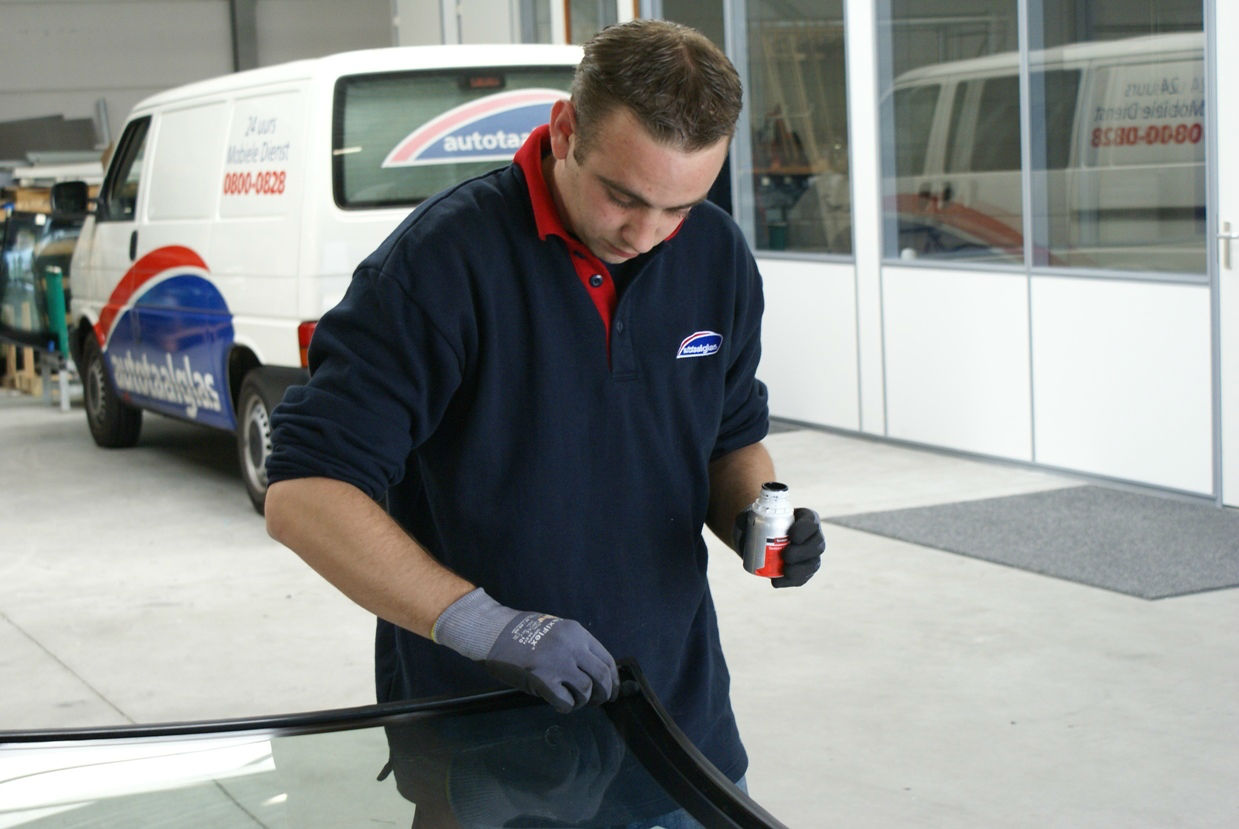 Windscreen Replacement carwitter - The Pros And Cons Of Auto Glass Replacement Vs Repair - The Pros And Cons Of Auto Glass Replacement Vs Repair