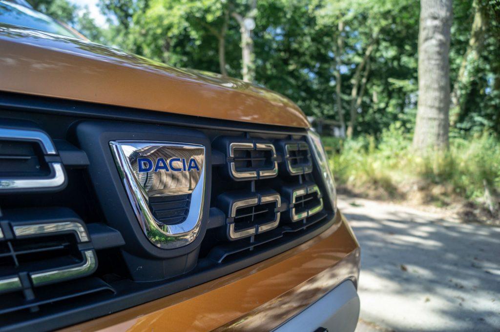 2018 Dacia Duster Review Dacia Badge carwitter 1024x681 - 2018 Dacia Duster Review - 2018 Dacia Duster Review