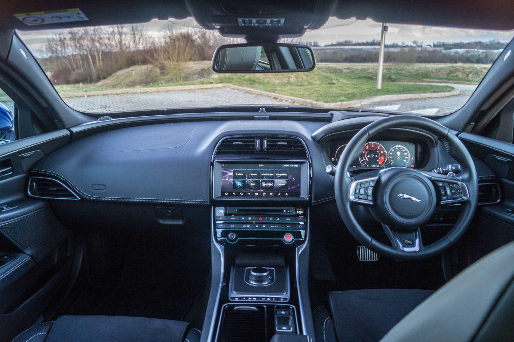 2018 Jaguar XE S Review Dashboard Interior carwitter 1024x681 - 2018 Jaguar XE S Review - 2018 Jaguar XE S Review