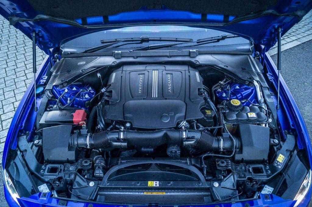2018 Jaguar XE S Review Engine carwitter 1024x681 - 2018 Jaguar XE S Review - 2018 Jaguar XE S Review