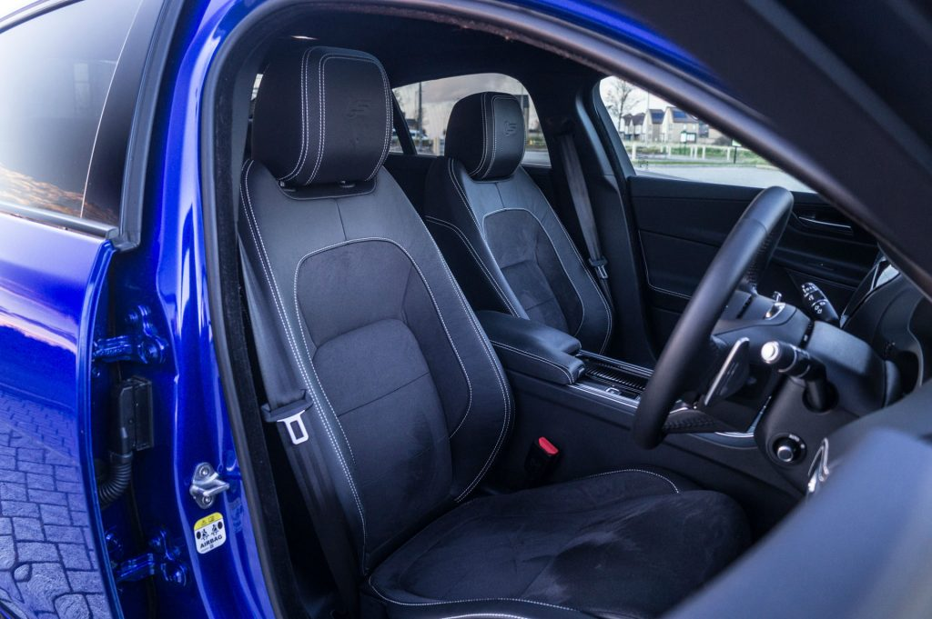 2018 Jaguar XE S Review Front Seats carwitter 1024x681 - 2018 Jaguar XE S Review - 2018 Jaguar XE S Review