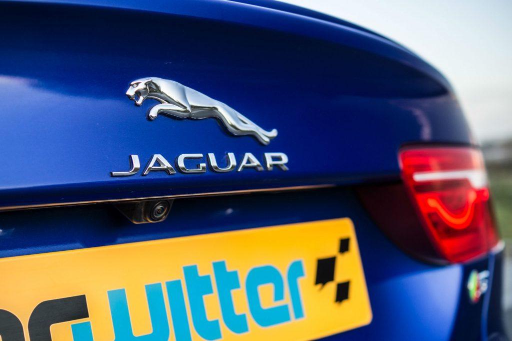 2018 Jaguar XE S Review Rear Jaguar Badge carwitter 1024x681 - 2018 Jaguar XE S Review - 2018 Jaguar XE S Review