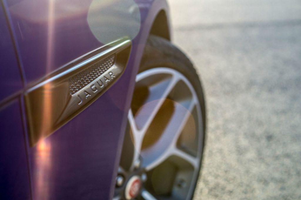 2018 Jaguar XE S Review Side Vent Light carwitter 1024x681 - 2018 Jaguar XE S Review - 2018 Jaguar XE S Review