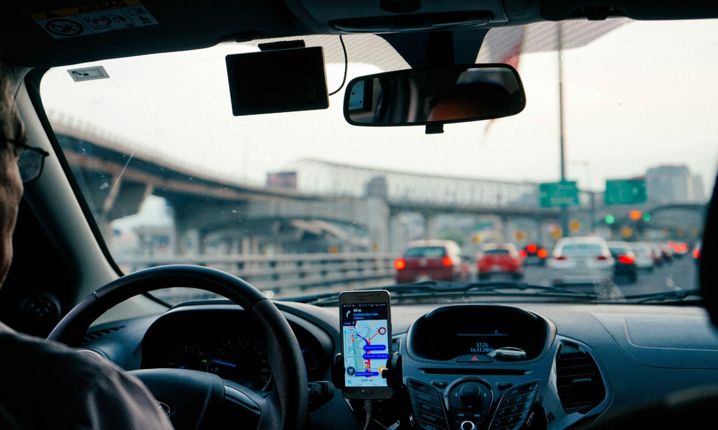 Driving Phone App carwitter 1400x840 - Smart Cars Or Smart Drivers? 6 Apps For A Headache-Free Trip - Smart Cars Or Smart Drivers? 6 Apps For A Headache-Free Trip