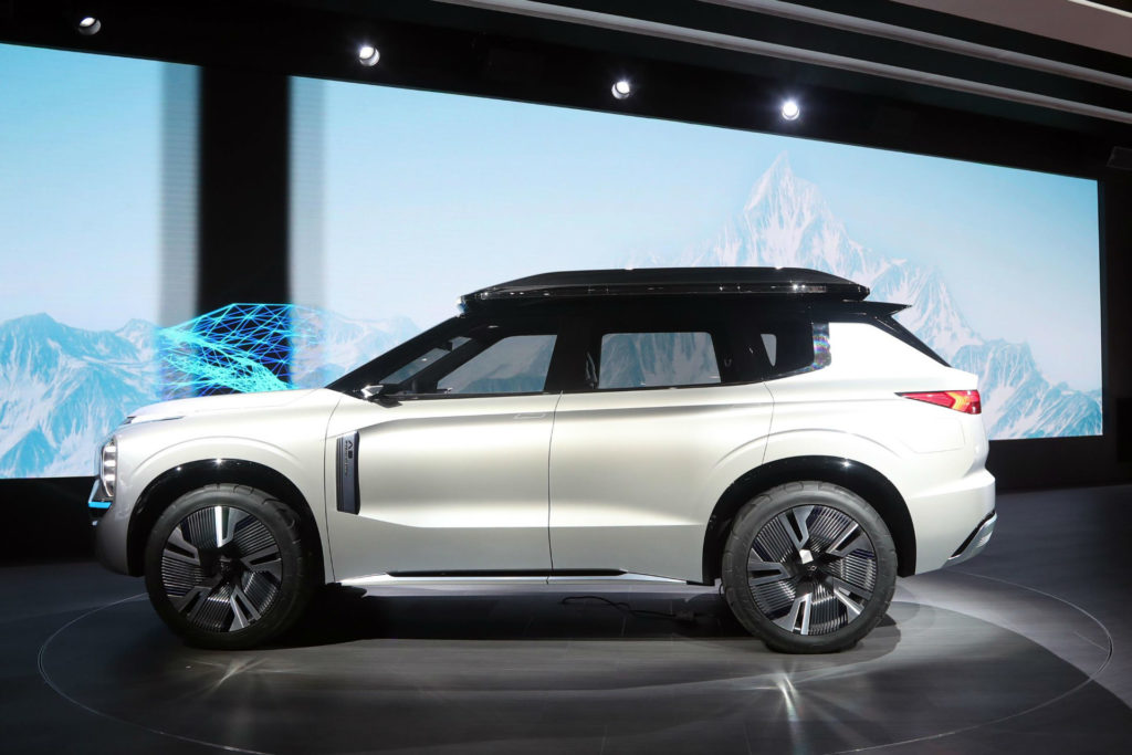 Mitsubishi Engelberg Tourer Side carwitter 1024x683 - Mitsubishi's electric world is powering up - Mitsubishi's electric world is powering up