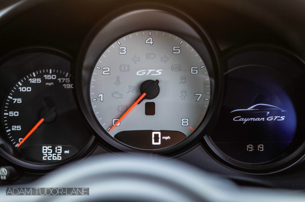 2019 Porsche 718 Cayman GTS Dials carwitter 1024x681 - 2019 Porsche Cayman 718 GTS Review - 2019 Porsche Cayman 718 GTS Review