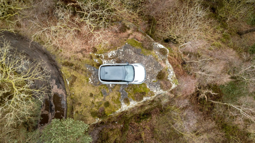 2019 Range Rover Evoque Review Drone Above carwitter 1024x575 - 2019 Range Rover Evoque Review - 2019 Range Rover Evoque Review