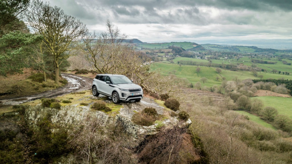 2019 Range Rover Evoque Review Hero Shot carwitter 1024x575 - 2019 Range Rover Evoque Review - 2019 Range Rover Evoque Review