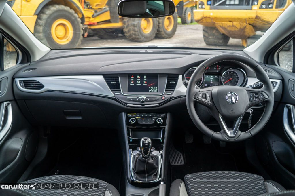 2019 Vauxhall Astra Review Dashboard carwitter 1024x681 - Vauxhall Astra Review (2019) - Vauxhall Astra Review (2019)