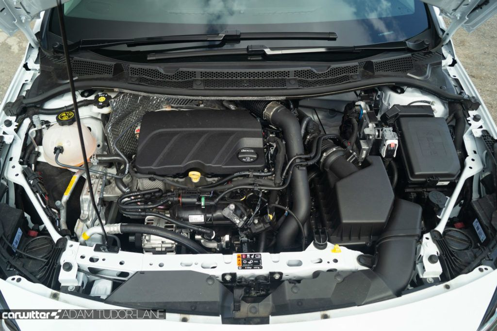 2019 Vauxhall Astra Review Engine carwitter 1024x681 - Vauxhall Astra Review (2019) - Vauxhall Astra Review (2019)