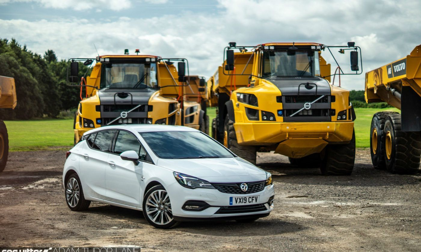 2019 Vauxhall Astra Review Front Scene carwitter 1400x840 - Vauxhall Astra Review (2019) - Vauxhall Astra Review (2019)