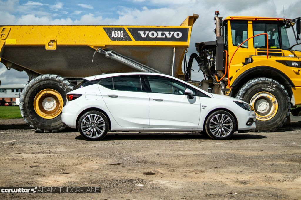 2019 Vauxhall Astra Review Side carwitter 1024x681 - Vauxhall Astra Review (2019) - Vauxhall Astra Review (2019)