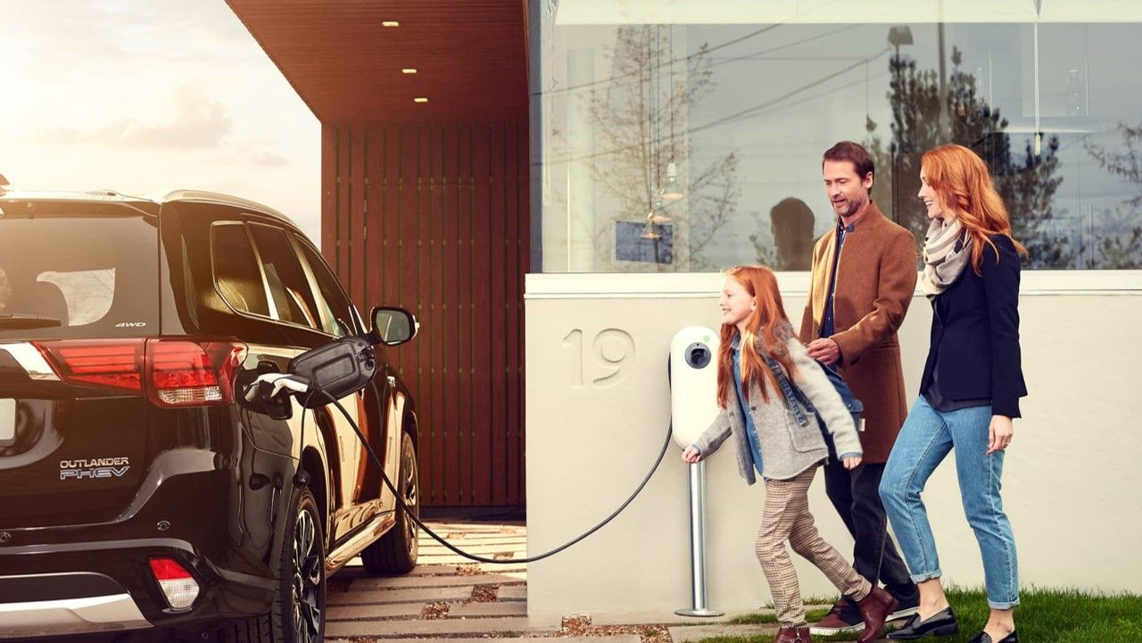 NewMotion EV Charging Family carwitter - How To Choose The Right Car For Your Family - How To Choose The Right Car For Your Family