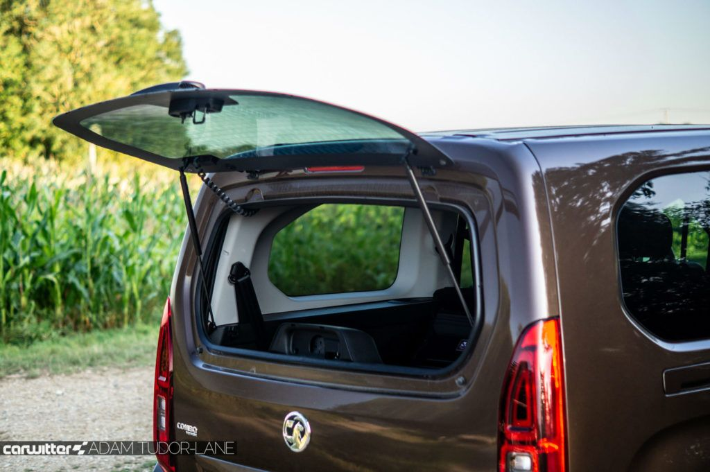 2019 Vauxhall Combo Life Review Opening Glass Hatch 2 carwitter 1024x681 - Vauxhall Combo Life 7 Seater Review - Vauxhall Combo Life 7 Seater Review