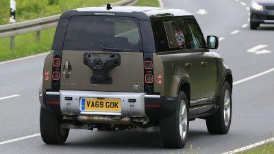 Land Rover Defender V8 009 Lyvq9w 400x225 - New Land Rover Defender V8 spied  | Evo - New Land Rover Defender V8 spied  | Evo
