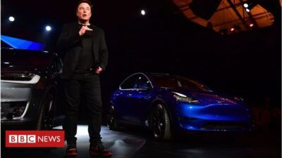 113188112 gettyimages 1130598309 EUuUBy 400x225 - Tesla overtakes Toyota as most valuable car maker - Tesla overtakes Toyota as most valuable car maker